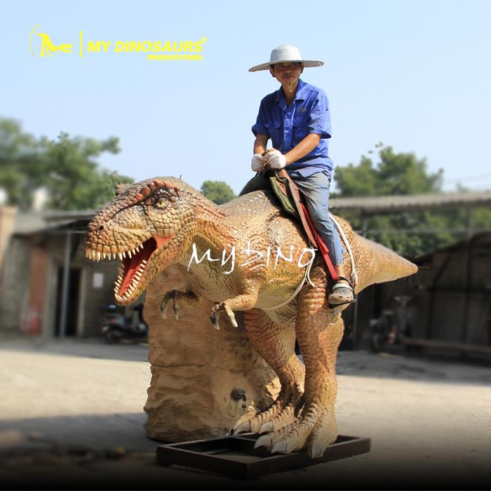 ركوب الديناصورات