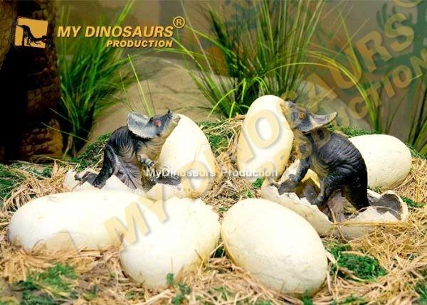 Animatronic baby dinosaur in nest 1