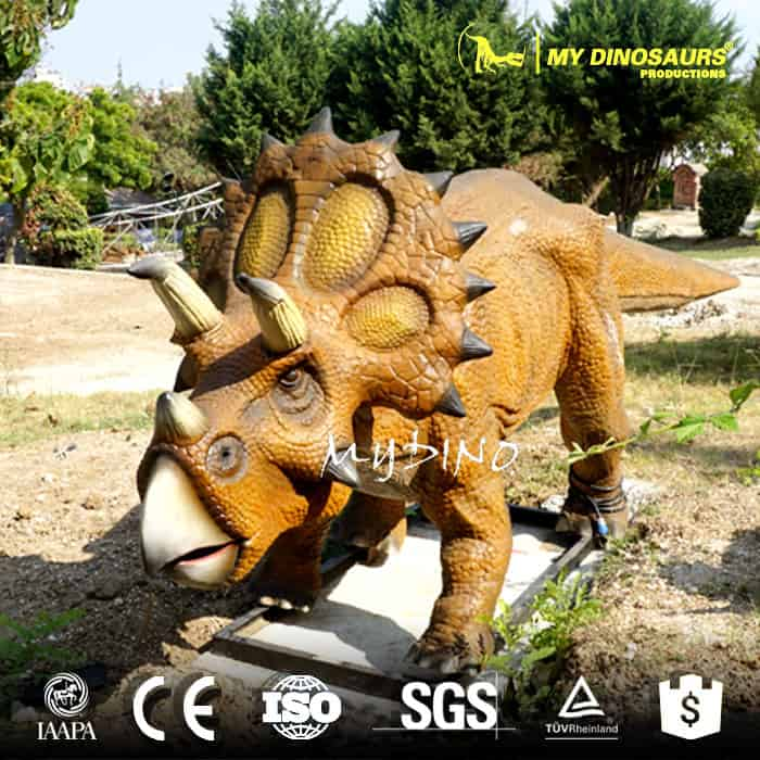 animatronic dinosaur triceratops