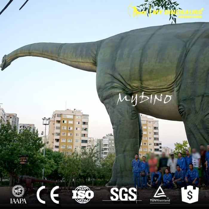 huge animatronic Brachiosaurus