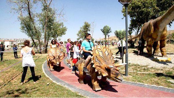 animatronic dinosaur rides