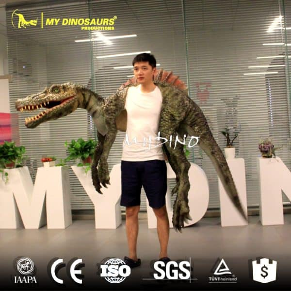 Spinosaurus dino puppet 1
