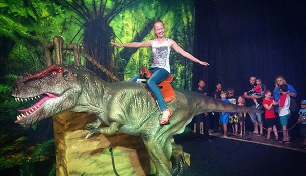 Dinosaur exhibition attractions.2