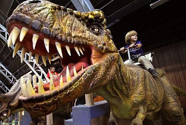 dinosaur ride for restaurant