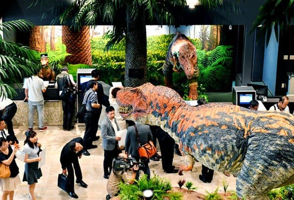 dinosaurs in hotel 13