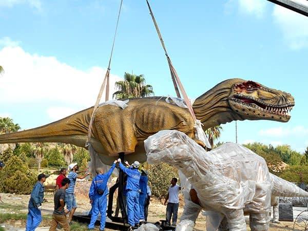 animatronic dinosaurs installation